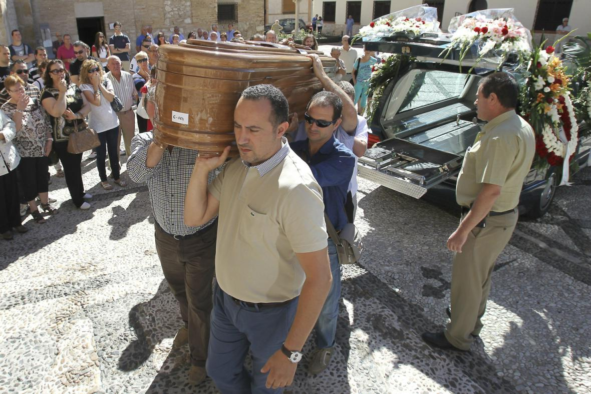 Pohřeb oběti havárie u Santiaga