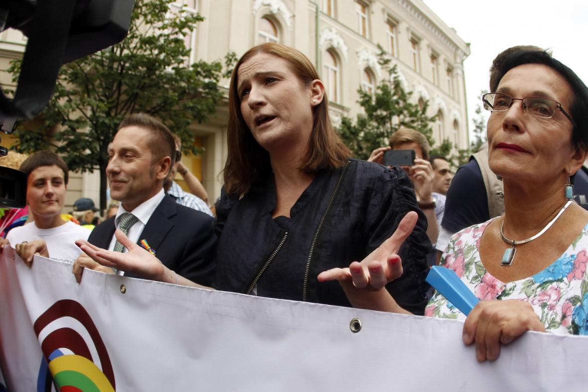 Birgitta Ohlssonová (uprostřed)