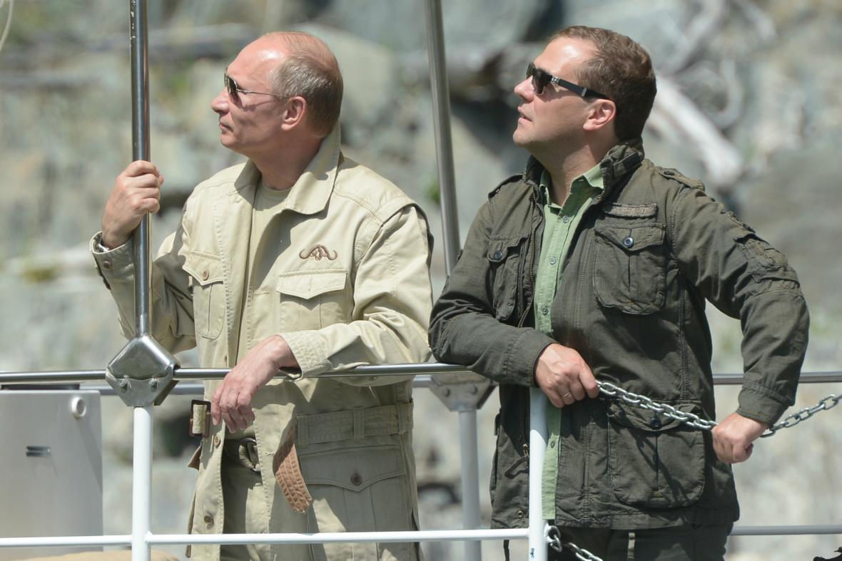 Putin a Medvěděv na rybách