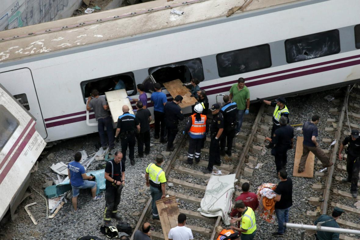 Ve Španělsku vykolejil vlak