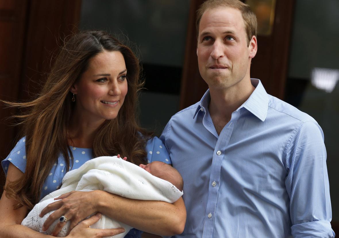Kate a William ukazují syna veřejnosti