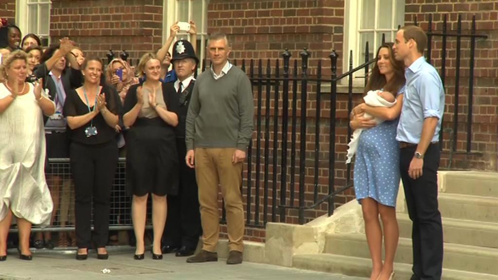 Královský pár ukázal svého potomka