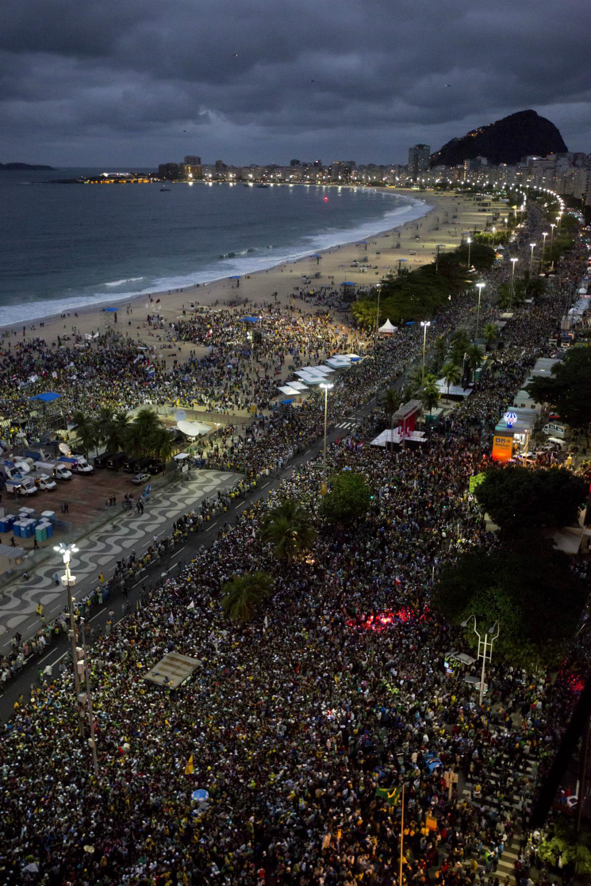 Na Copacabanu dorazil za papežem až milion lidí