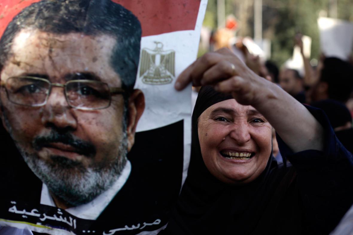 Demonstrace stoupenců svrženého prezidenta Mursího v Gíze