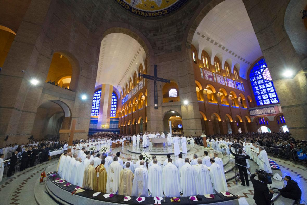 Papež František slouží mši v Aparecidě