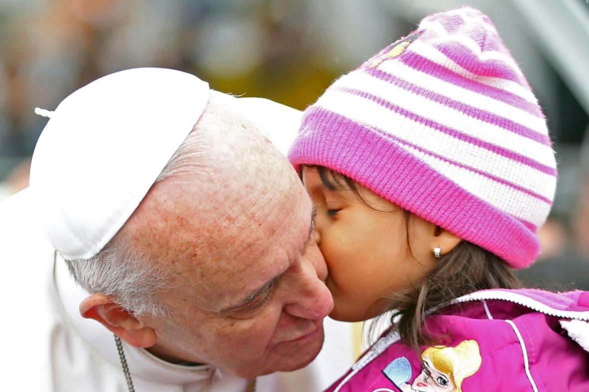Papež František po příletu do Aparecidy