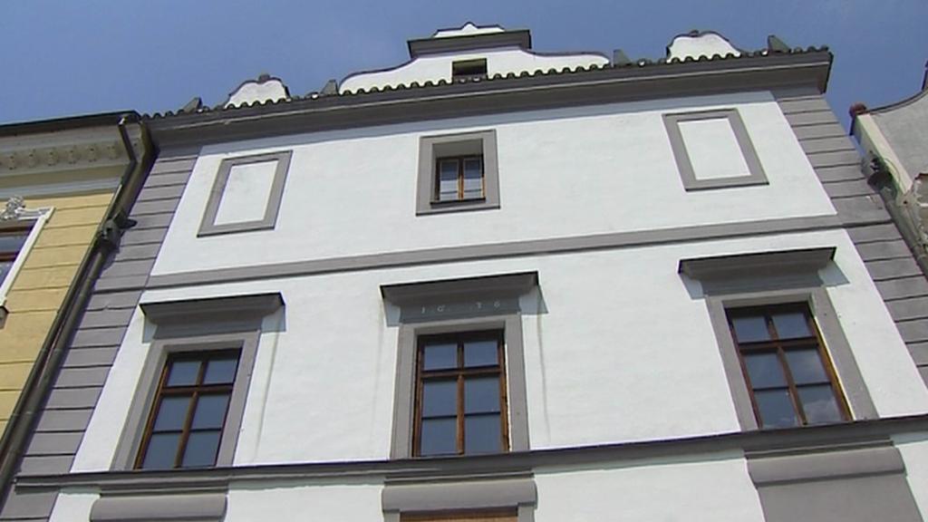 Dům na třeboňském náměstí nutně potřebuje opravu