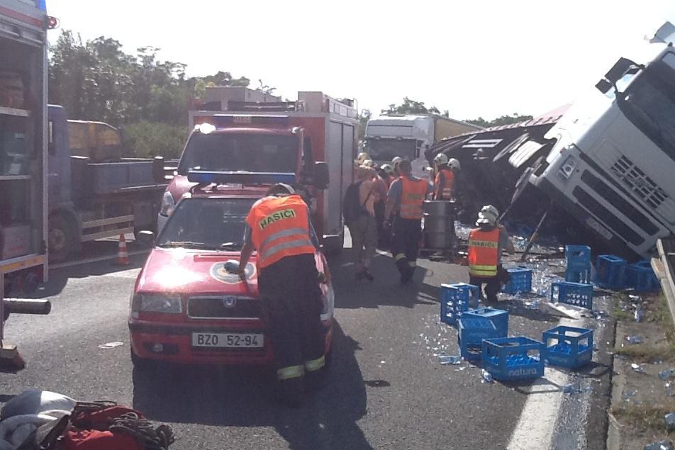 Nehoda na chvíli úplně zastavila dálnici
