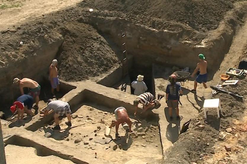 Archeologové kopali u nově budovaného kostela