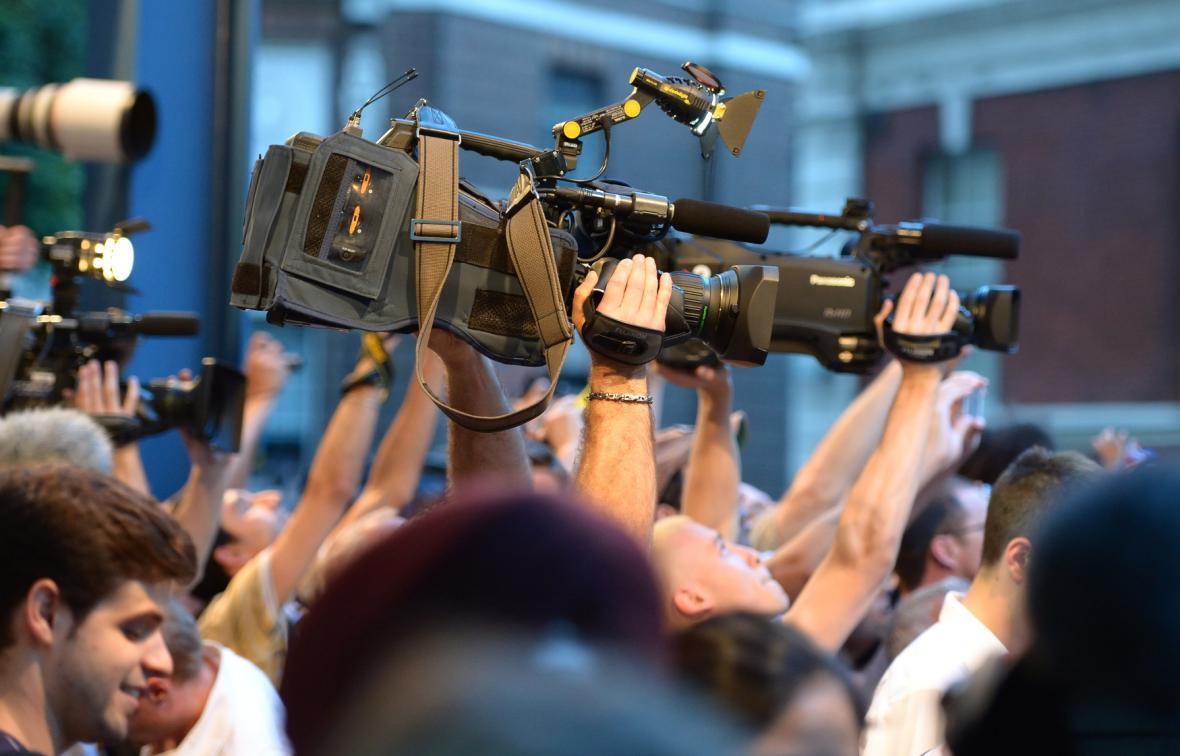 Zájem médií před nemocnicí St. Mary v západním Londýně