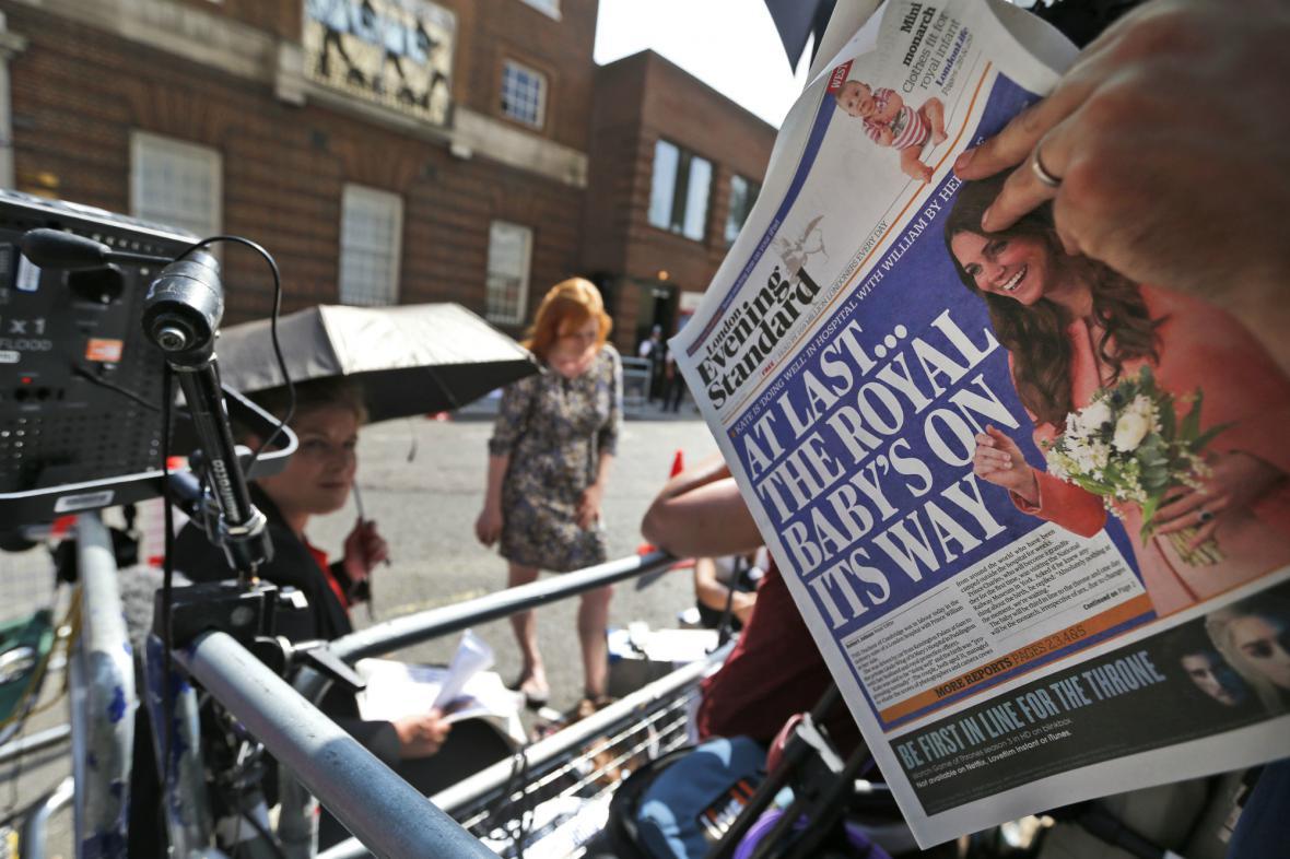 Novináři čekají na zprávu o narození královského potomka
