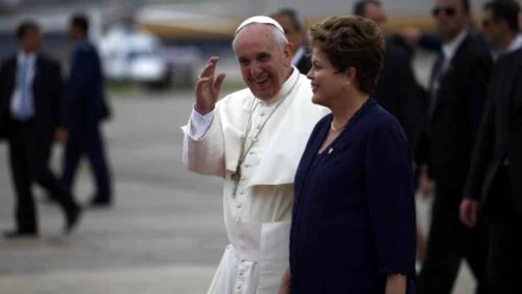 Papež František s prezidentkou Dilmou Rousseffovou