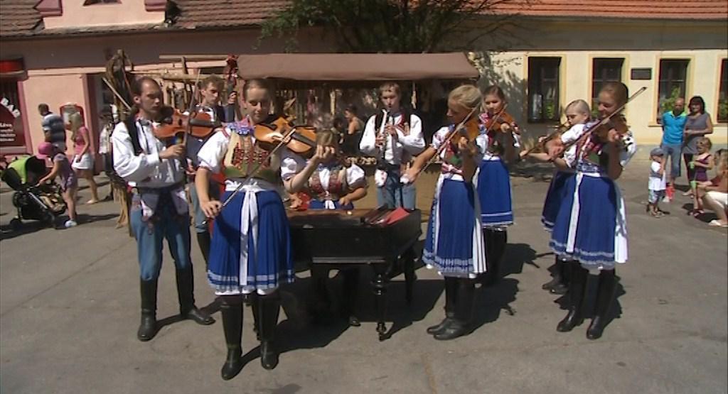 Své zástupce má na festivalu každá z obcí