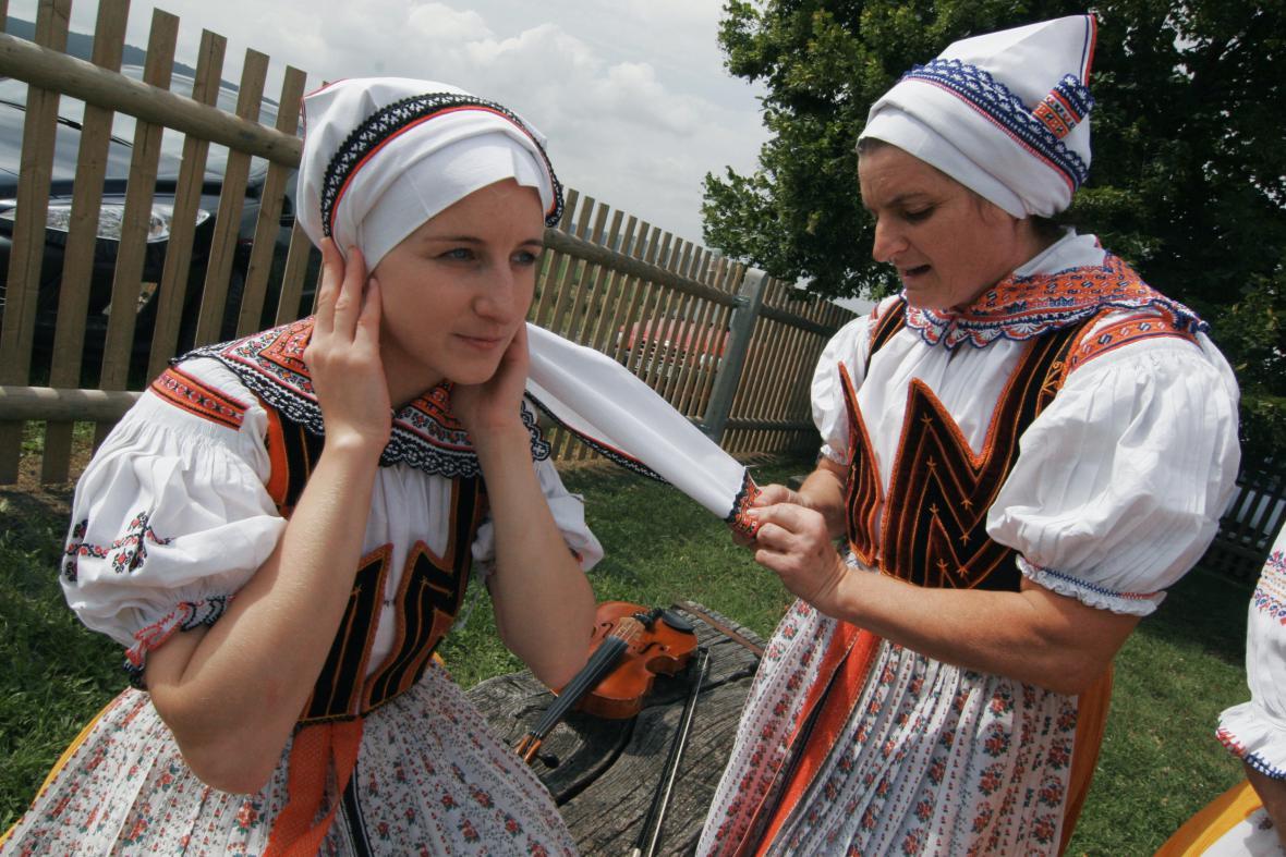 Horňácké slavnosti ukazují původní kroje