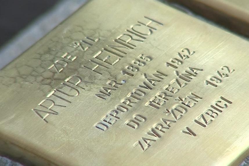 Stolpersteiny mají připomenout osudy obětí holocaustu