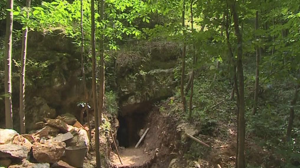 Vchod do Matalovy Vymodlené jeskyně