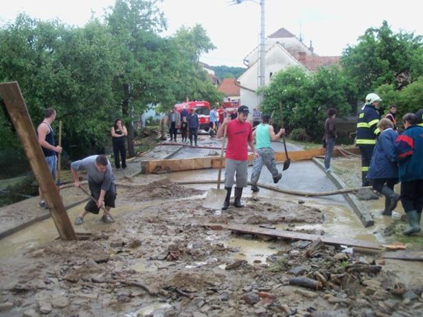 Ničivá voda zasáhla i Bystřici pod Lopeníkem