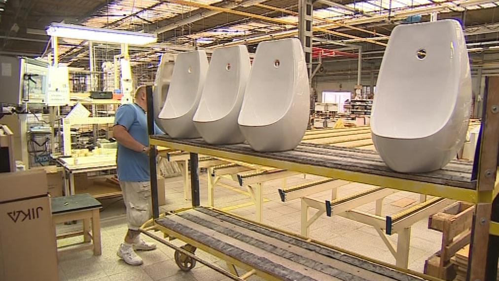 Závod se specializuje na složitější keramické výrobky