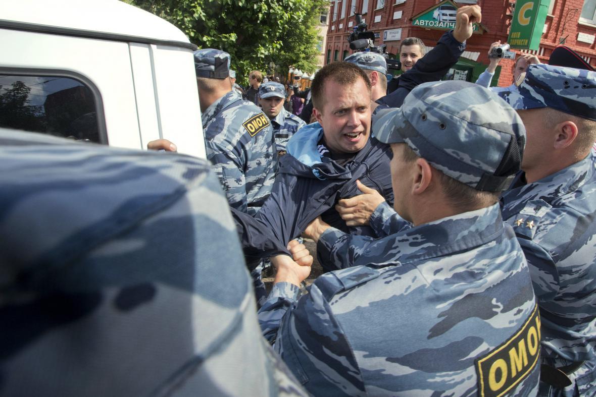 Policisté zadrželi Alexeje Navalného