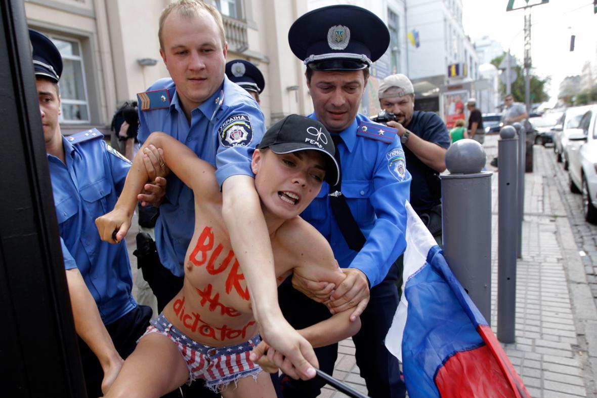 Na Ukrajině podpořily Navalného i feministky z hnutí Femen