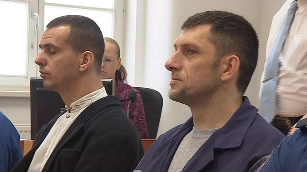 Martin Foltýn (vlevo) a Roman Motičák u jihlavského soudu (archivní snímek)