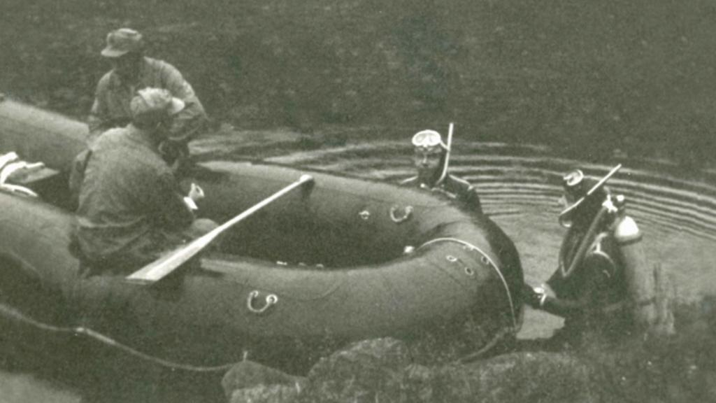 Co skrývalo Černé jezero?