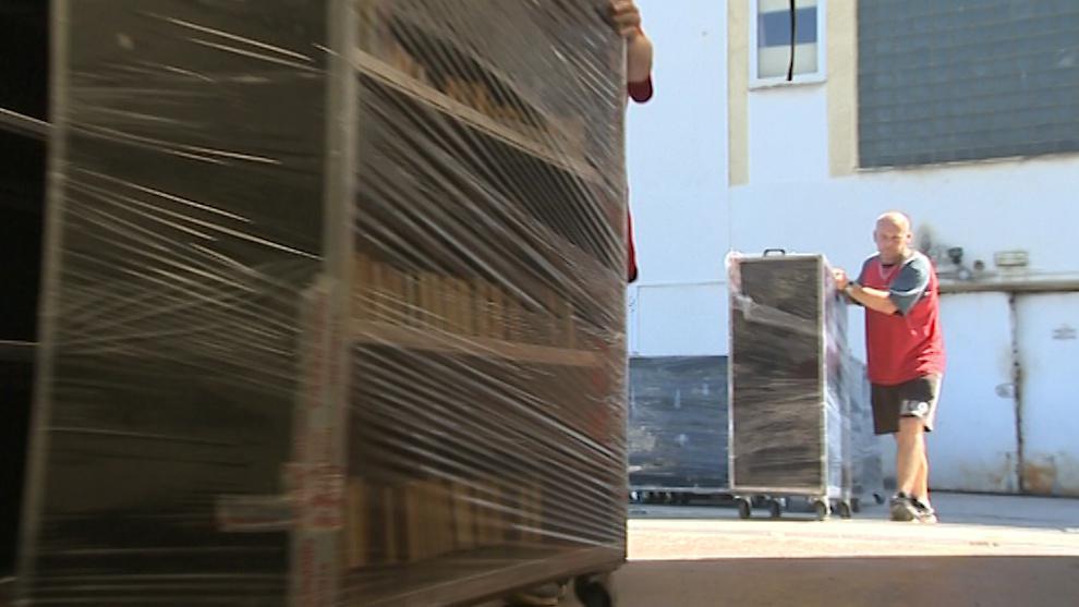 Přes prázdniny přestěhují tisíce knížek