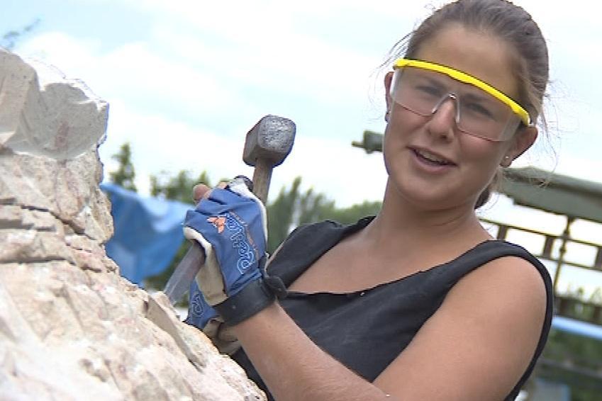 Ve škole se sochaři k obřím plastikám nedostanou