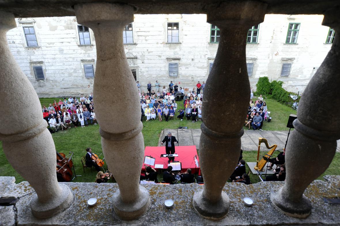 Charitativní koncert má pomoci s obnovou zámku