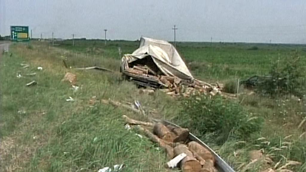 Autobus CK Rialto se v Srbsku srazil s nákladním vozem se dřevem