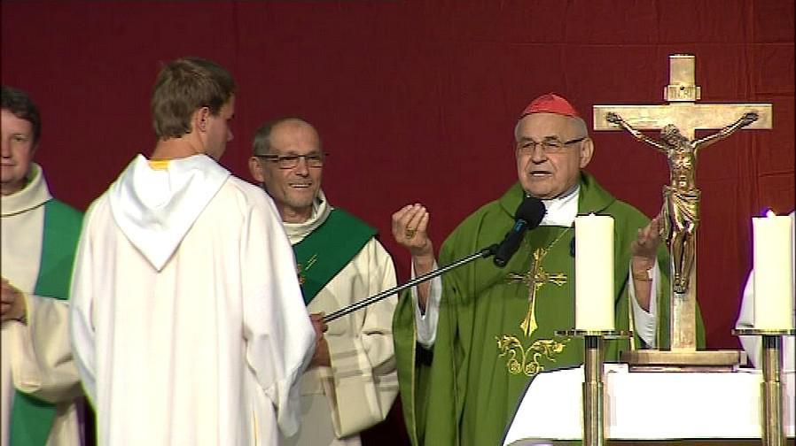 Kardinál Vlk na charismatické konferenci v Brně