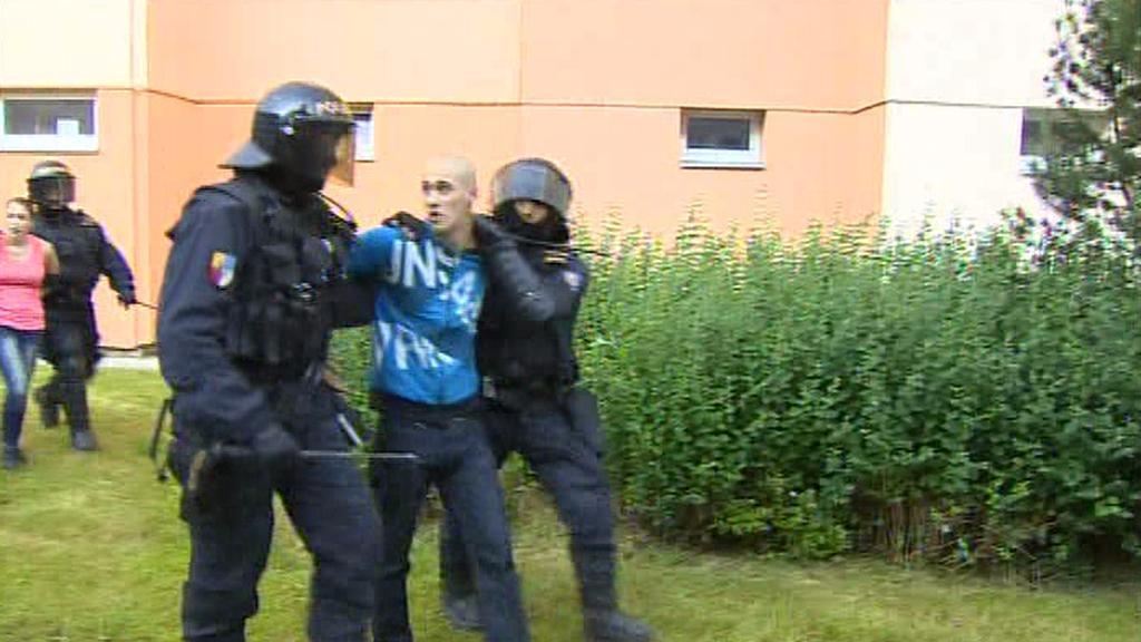 Při protiromském shromáždění na českobudějovickém sídlišti Máj zadrželi policisté desítky lidí
