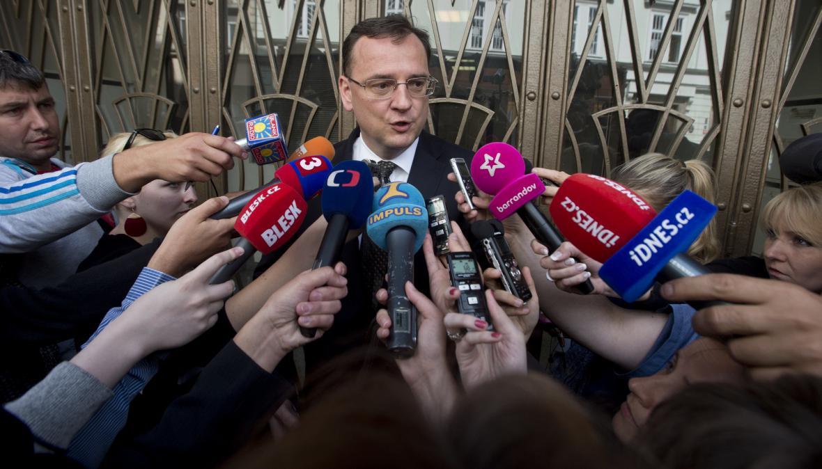 Expremiér Petr Nečas po výslechu na policii