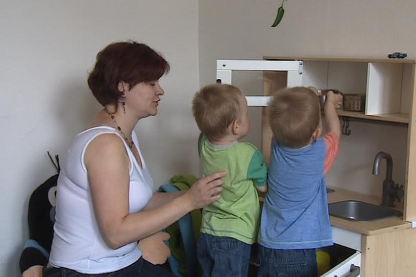Maminky svěřují svoje děti pečovatelkám