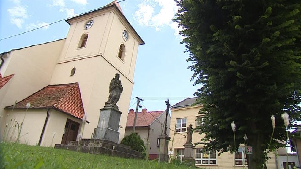 Dominantou obce je kostel sv. Jana Křtitele