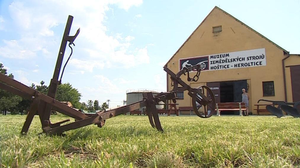 Muzeum funguje ve dvou halách bývalého kravína
