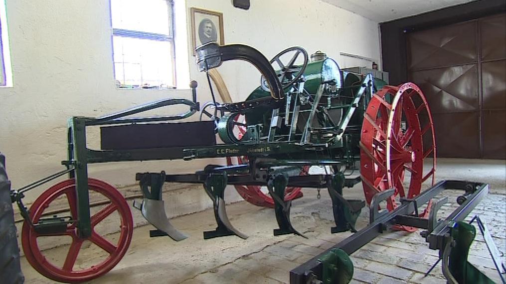Historické zemědělské stroje v místním muzeu