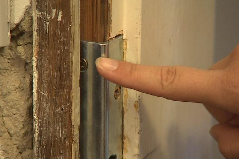 Do bytu se zloději dostali násilím