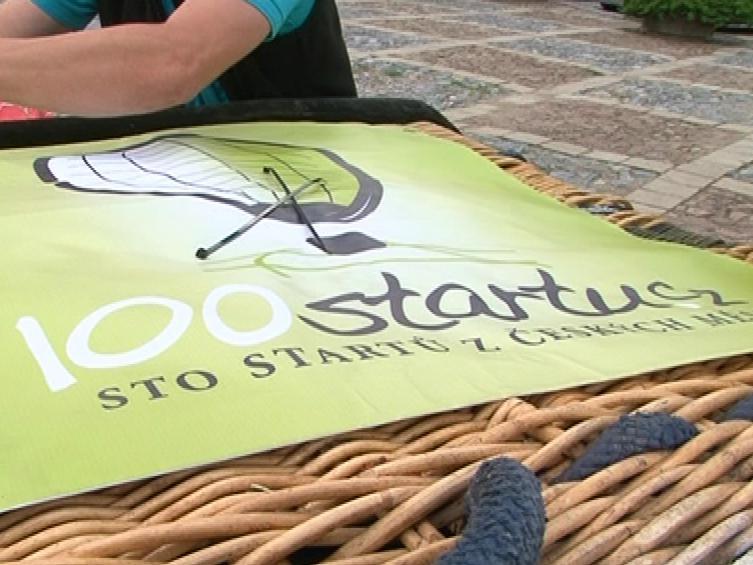 Na koši nesmí chybět logo projektu 100 startů
