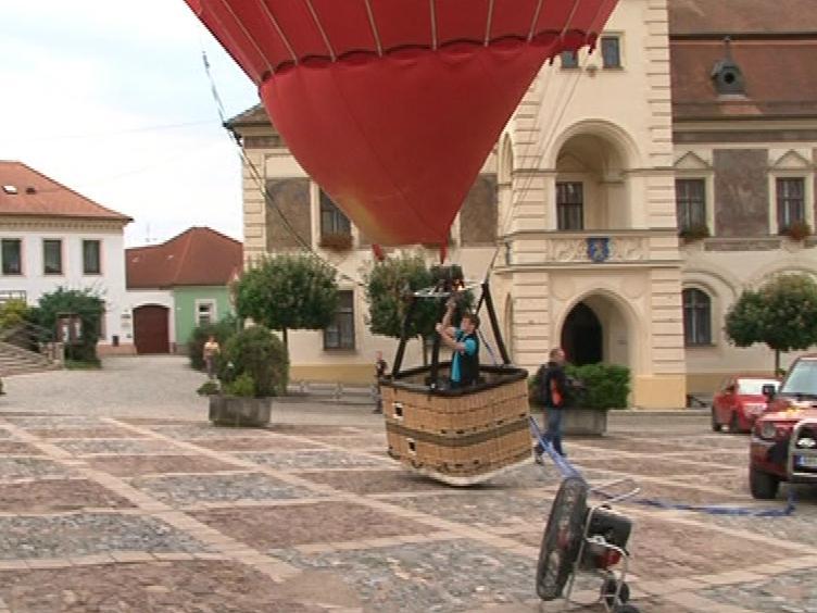 Balón se vzduchem už se odlepuje od země