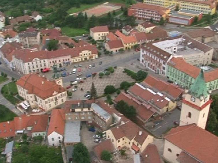 Tišnovské náměstí z ptačí perspektivy