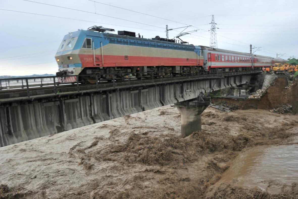 Západní Čínu postihly nejhorší záplavy za posledních 50 let