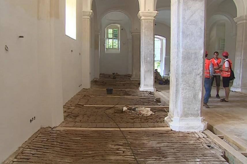 Památkáři chtěli podlahy zachránit