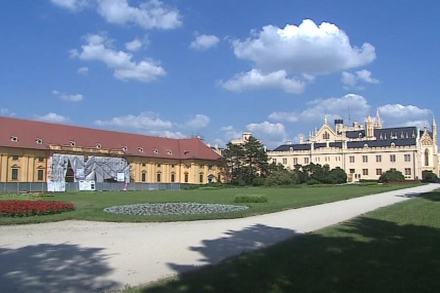Lednický zámek a jeho jízdárny