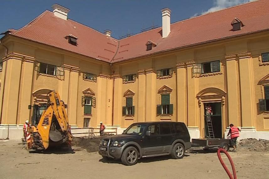 Rekonstrukce jízdáren by měla skončit v říjnu