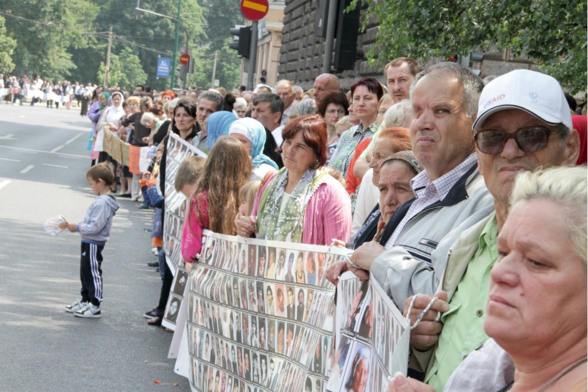 Příbuzní obětí ze Srebrenice v ulicích Sarajeva