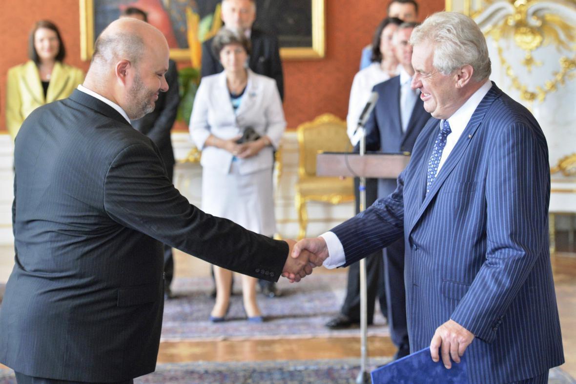 Miloš Zeman jmenuje Martina Pecinu ministrem