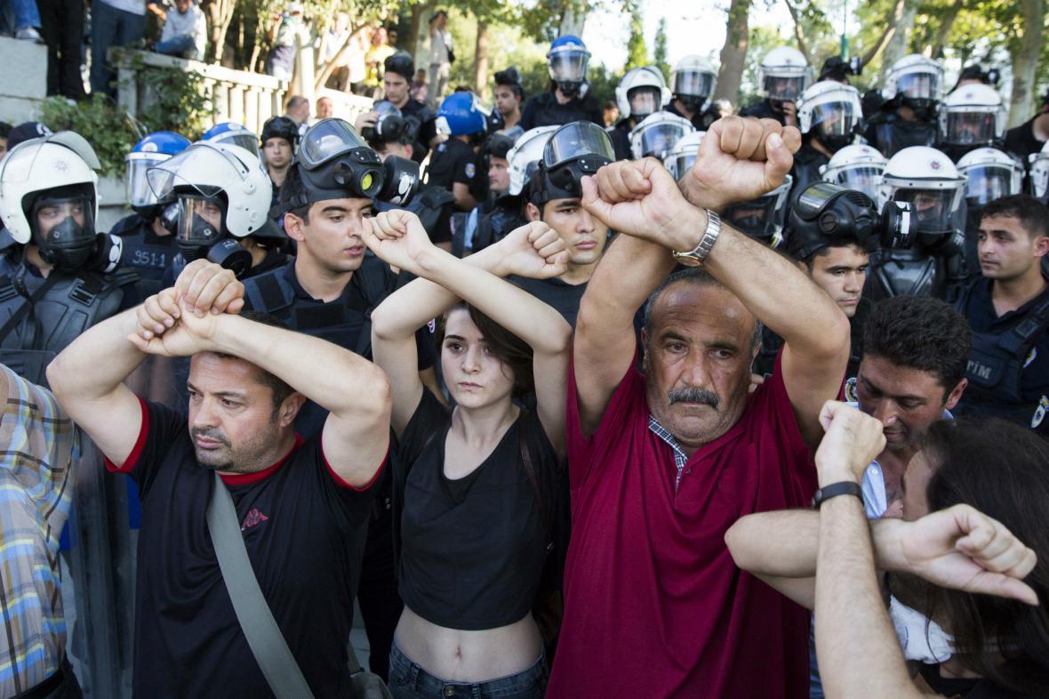 Zásah policie proti demonstrantům v Istanbulu