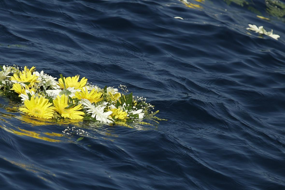 František uctil na Lampeduse mrtvé imigranty