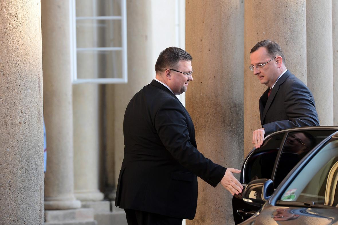 Petr Nečas přijíždí na večeři na Pražském hradě